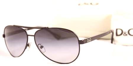 def07ba543b7 Tenký kovový rám vážil nie viac ako 150 g. Ľahké a praktické okuliare sa  začali nazývať letecmi